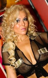 Die wunderschöne Curly Ann auf der Erotik-Messe 'Venus' in Berlin. Das Foto ist von ihrer Website www.curlyann.com