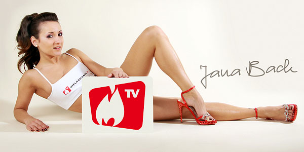 Jana Bach, auch bekannt als Jana B. moderiert beim Online Porno-TV